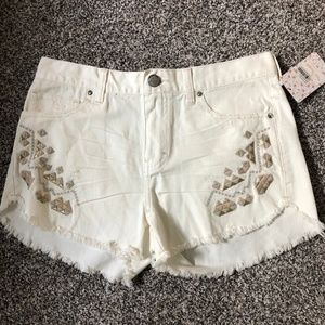 *Free People* Cream Denim Embroidered Shorts NWT!!